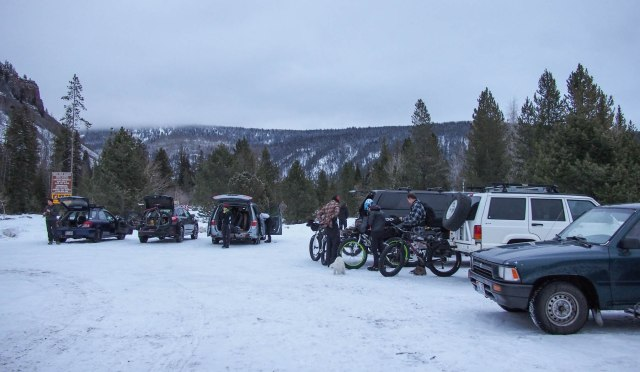 Unloading fatbikes at the Soapstone Basin parking lot along the Mirror Lake Highway.